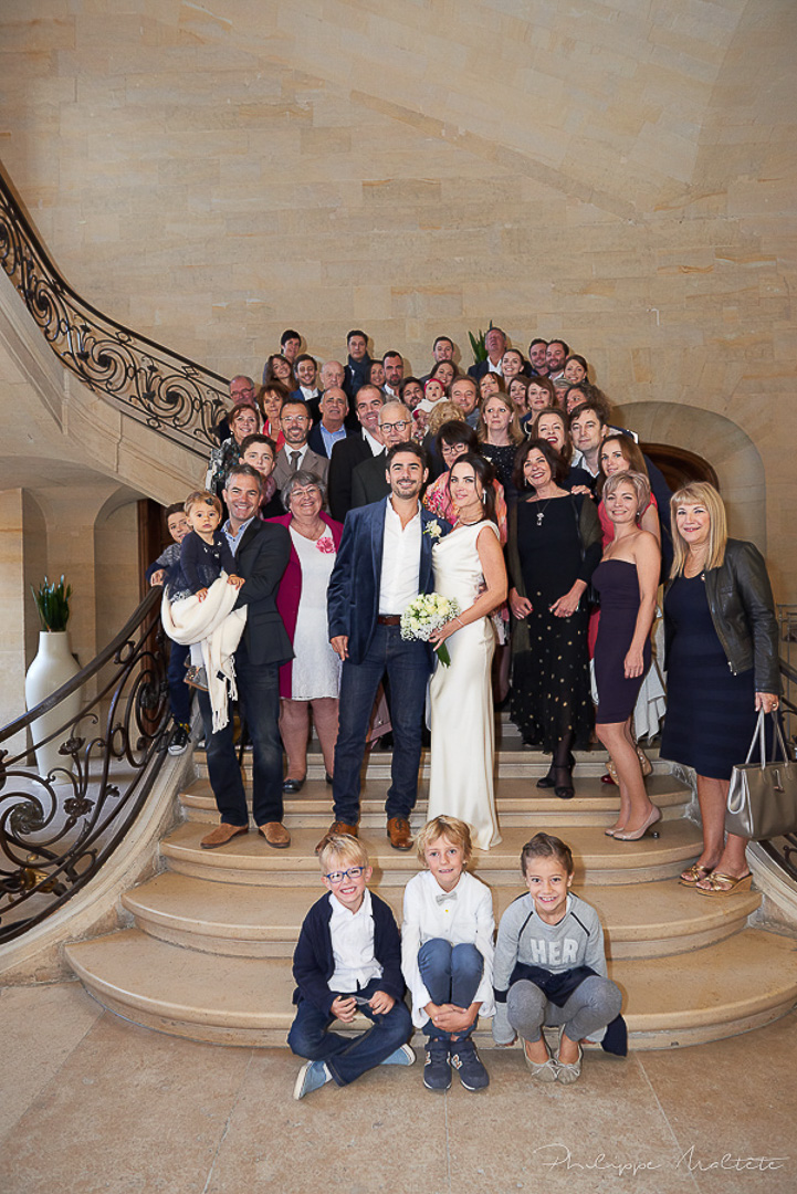 Photo de groupe dans les escaliers